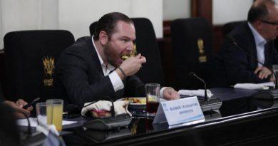 Reaccion del diputado Alvaro Arzu Escobar por la comida