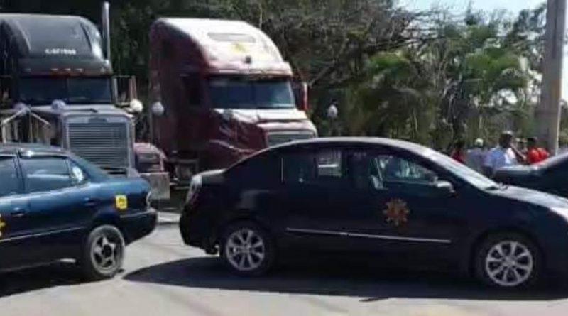 BL0QUE0 DE TAXISTAS EN PUERTO BARRIOS POR EXOTRCIONES