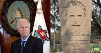 Esto le hicieron al monumento de Álvaro Arzú en la ciudad de Guatemala