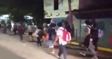 Migrantes hondureños continúan llegando a Guatemala para llegar a USA